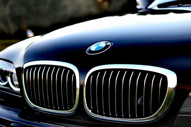Płynny koncentrat woskowy do konserwacji samochodów, posadzek, podłóg - Super Wax 1L