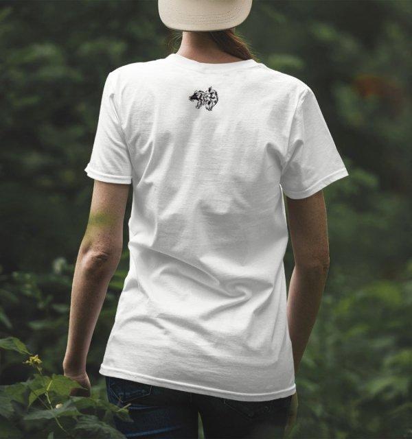 Koszulka z wilkiem na karku