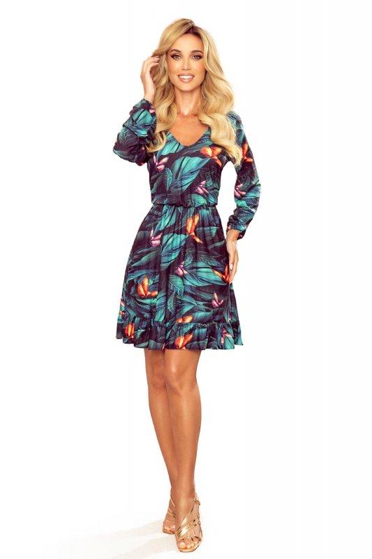 wzorzysta sukienka z gumką w pasie i falbanami