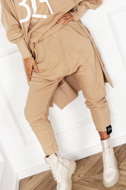 dresowe spodnie z obniżonym krokiem
