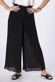 plisowane spodnie