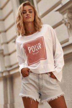 Luźna bluza damska z napisami i ozdobami ecru L1