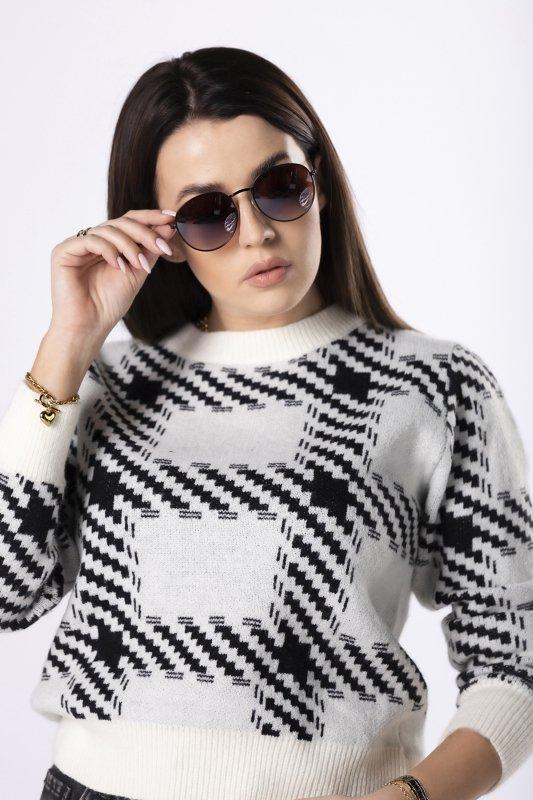 dzianinowy sweter w geometryczny wzór