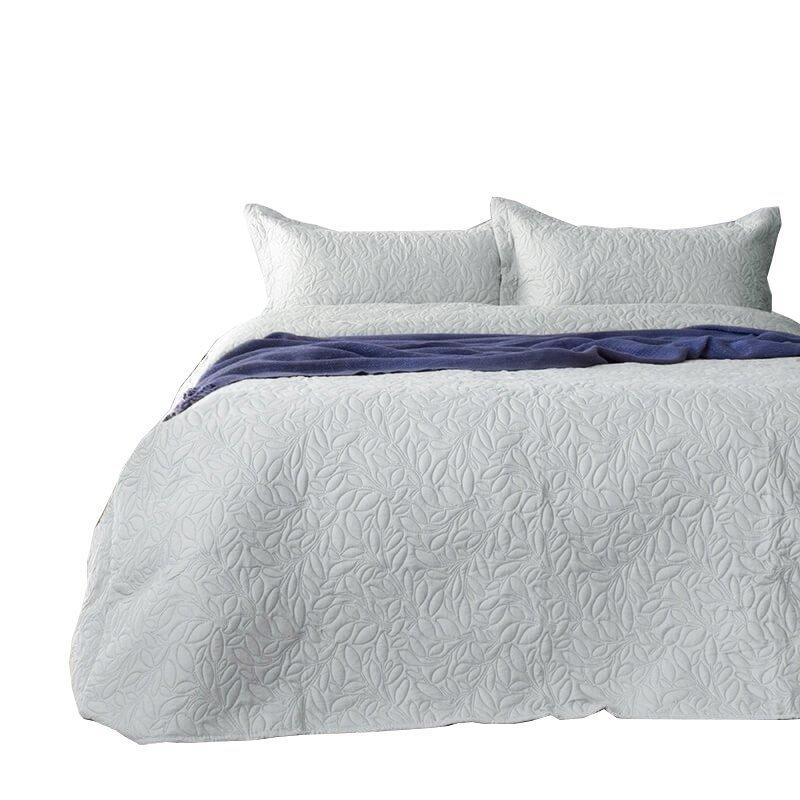 Narzuta pikowana na łóżko 220x240 BONA wz. Srebrny