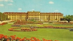 WIENNA. SCHONBRUNN. CASTLE AND FLOWER-PARTERRE
