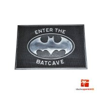 DC Comics - Wycieraczka gumowa Batman Enter the Batcave