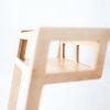 Stolik ma piękną, naturalną barwę drewna brzozowego