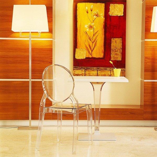 Elizabeth to piękne, designerskie krzesła wzorowane na Ludwiku XVI w kolorze transparentnym, pasujące do każdego wnętrza