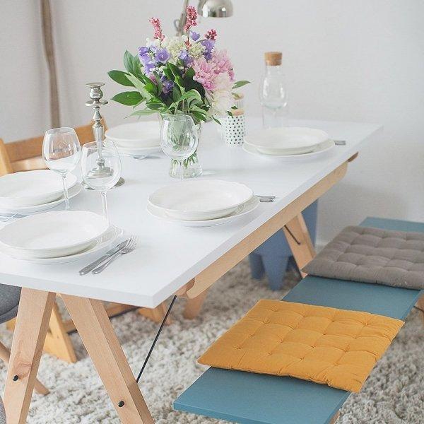 Minimalistyczny stół rozkładany w duchu scandi, idealny do jadalni