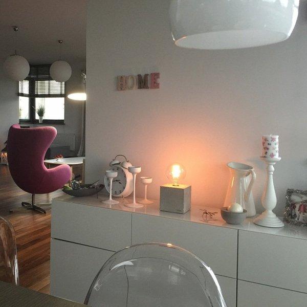 Stylowa lampka stołowa do każdego wnętrza