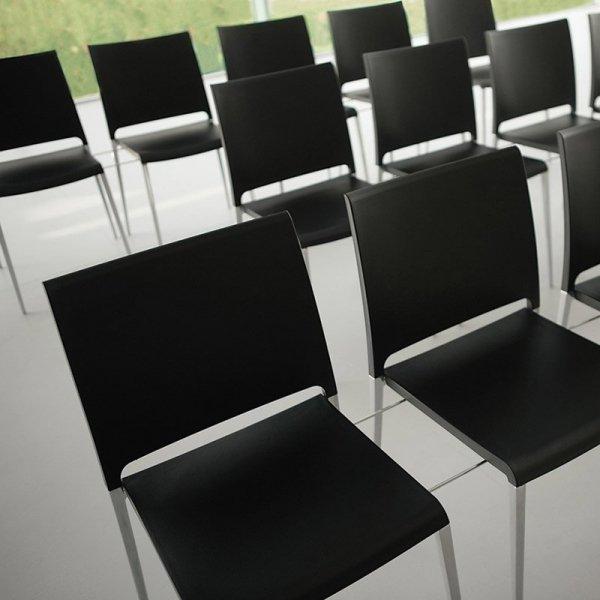 Krzesła Maya 700 są idealne na konferencje