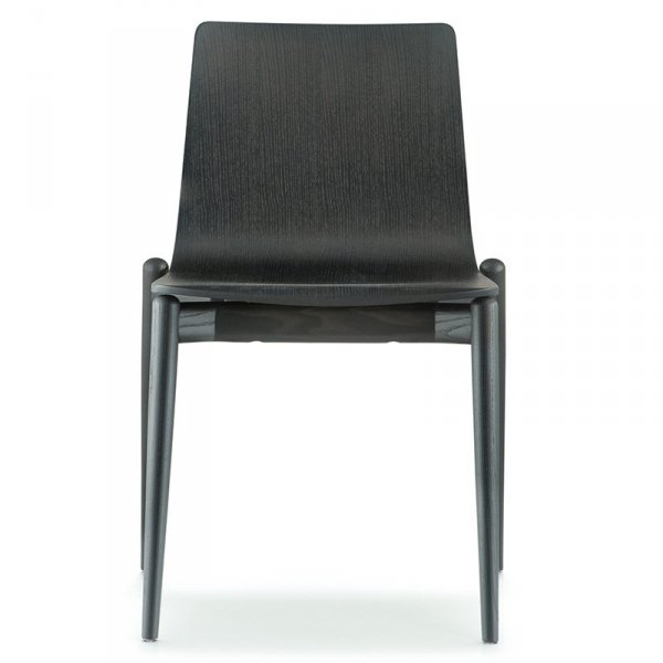 Piękne, drewniane krzesła w styli skandynawskim z serii Malmo