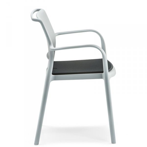 Wygodne krzesło ogrodowe Ara 315 z poduszką Pedrali