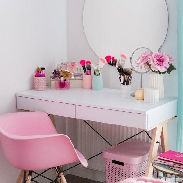 Biurko Basic Minko może służyć jako toaletka w sypialni