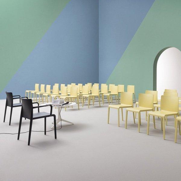 Stylowe krzesła do przestrzeni komercyjnych Pedrali Volt 675