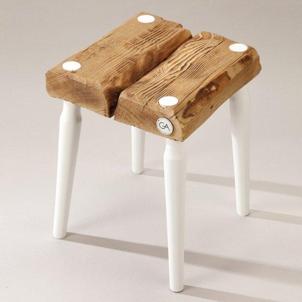 Drewniany Stołek Dots kwadratowy z białymi nogami Projekt Stołek