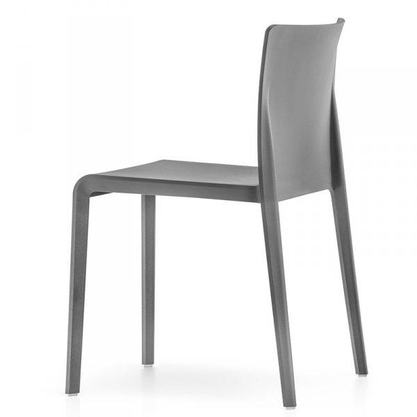 Stylowe, lekkie i minimalistyczne krzesło Volt 670 Pedrali