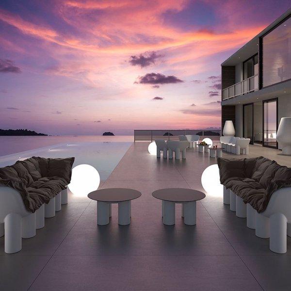 Designerskie meble zewnętrze o pięknej, minimalistycznej formie marki Plust