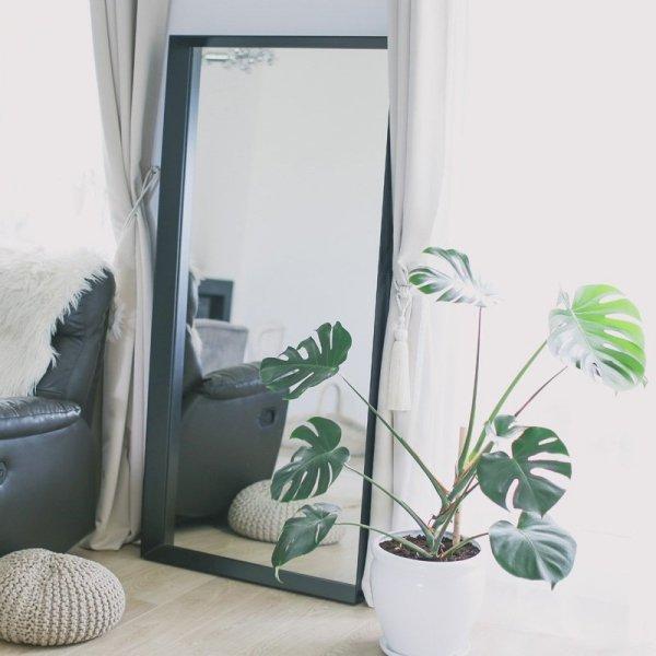 Stylowe lustro do nowoczesnych oraz vintage wnętrz Minko w kolorze czarnym