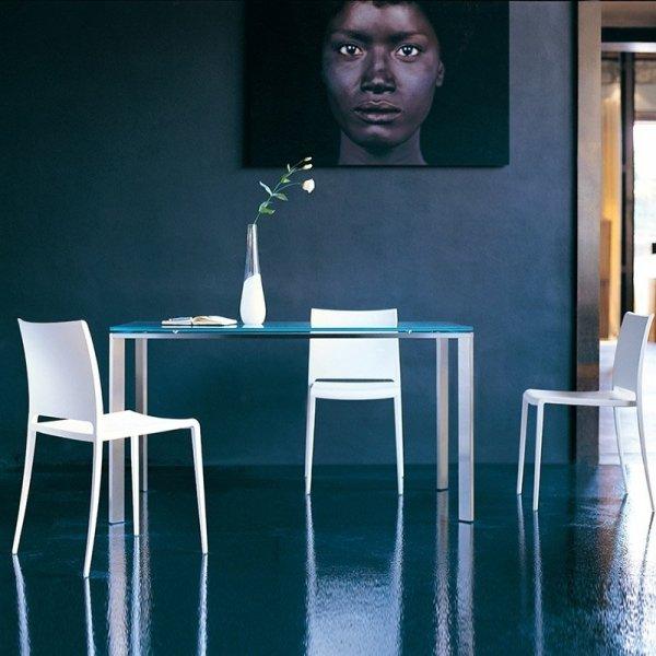 Stylowe, minimalistyczne krzesła Pedrali Maya 700
