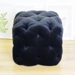 Czarny pikowany Glamour podnóżek CUBO