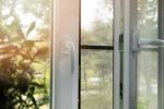 Jak zamontować moskitierę na drzwi?