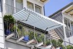 Czym osłonić balkon w bloku?