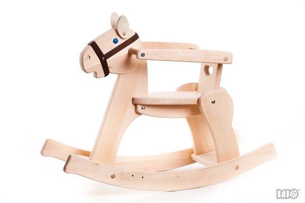 Bajo, drewniany koń na biegunach, ze zdejmowaną barierką, kolor naturalny
