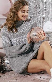 Ciepły sweter z golfem szary wzór F856