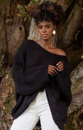 Oversizowy czarny sweter damski F1256