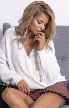 Sweter z kopertowym dekoltem ecru F781