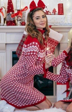 Sweterkowa sukienka z golfem czerwona F335