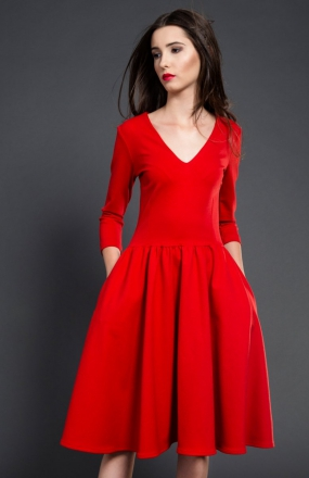 Kasia Miciak rozkloszowana midi sukienka czerwona