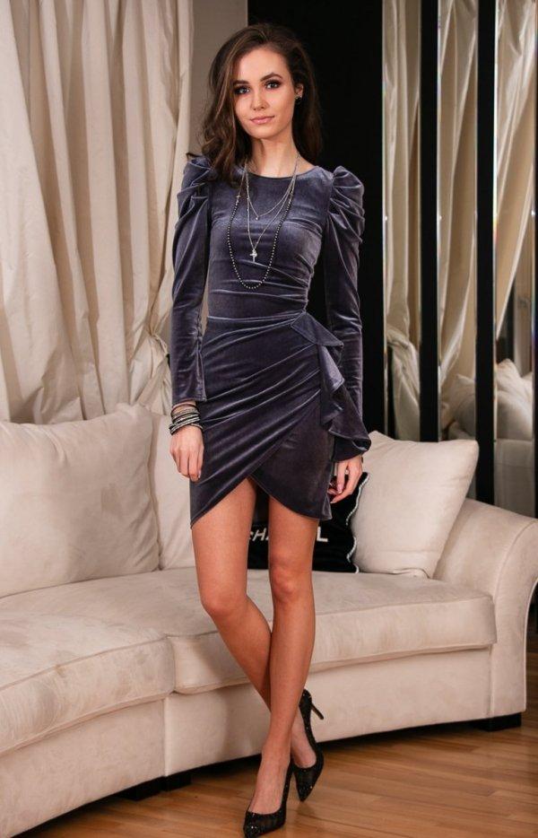 Wieczorowa szara sukienka z bufkami 270-1