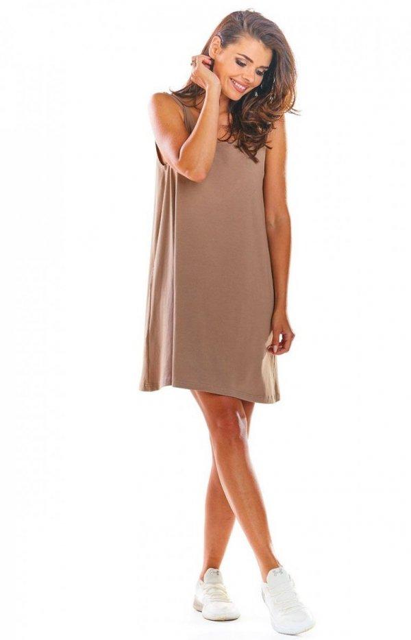 Luźna sukienka z dekoltem na plecach beżowa M204-2