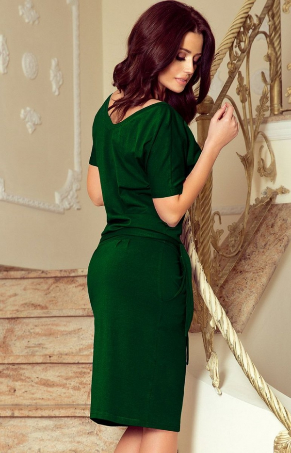 Wygodna sukienka z wiązaniem Cassie Numoco 249-2 tył