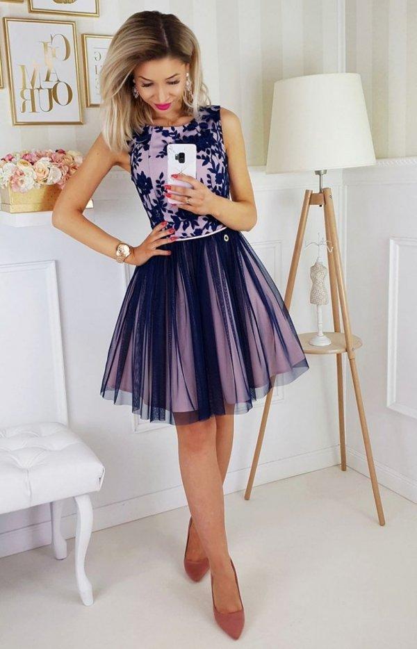 Rozkloszowana sukienka z tiulem 2179-11-1
