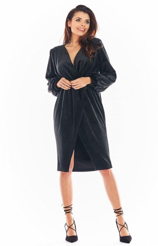 Welurowa sukienka kopertowa midi czarna A406-1