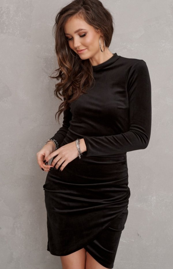 Elegancka welurowa sukienka czarna 0317-1