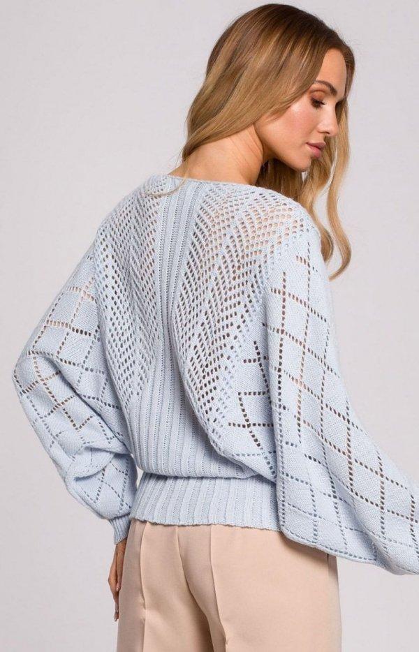 Lekki ażurowy sweterek błękitny M595 tył