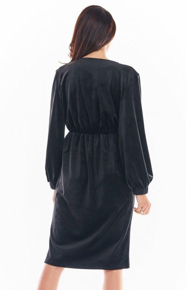 Welurowa sukienka kopertowa midi czarna A406 tył