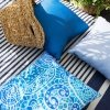 Błękitna poduszka ogrodowa 45x45