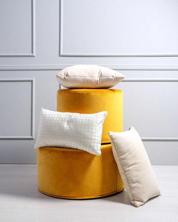 Alaska kremowa błyszcząca poduszka dekoracyjna 50x30