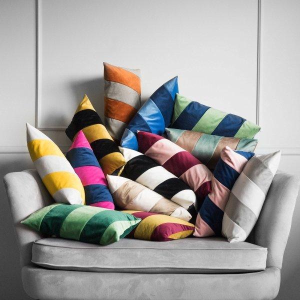 Stripes czarno biała poduszka dekoracyjna 50x30
