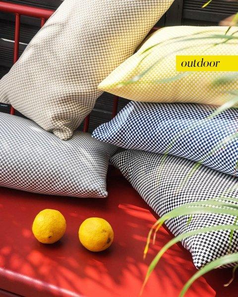 Czarna poduszka ogrodowa Lizbona 50x30