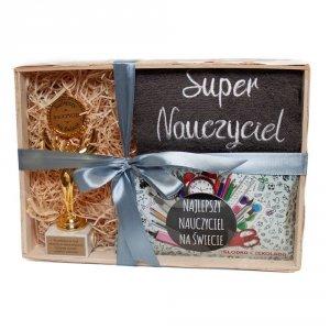 Zestaw prezentowy dla SUPER NAUCZYCIEL w ozdobnym opakowaniu