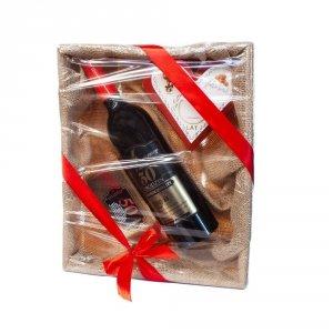 Zestaw prezentowy na 50 urodziny w łubiance z jutą - akcesoria winiarskie, słodkie krówki w sercu, czekolada mleczna