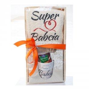 Zestaw prezentowy Dla Super  Babci z herbatką kubkiem i ręcznikiem - mix wzorów kubków w zestawie