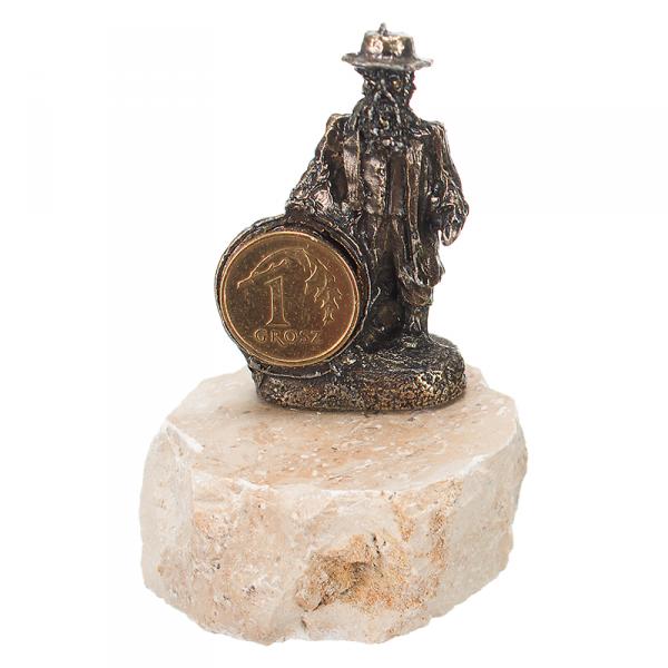Figurka na szczęście 'Żyd z grosikiem' na granicie. Rozmiar 4x7 cm